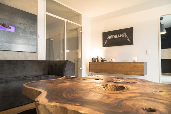 Nachhaltiges Design, Tisch aus nachhaltigen Baumscheiben.