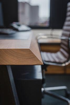 Tisch für den gewissen Luxus im Office.