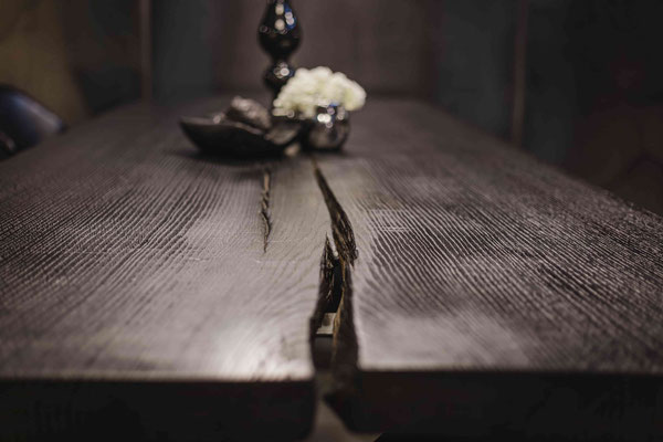 Holztisch nach eigenem Wunsch selbst gestalten.