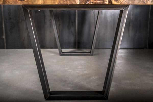 Möbelloft, Moebelloft, Trapez, Tisch auf Maß, Tisch selber konfigurieren, Tisch selber gestalten, Designtisch, Designertisch, Tischgestell auf Maß, Tischgestell auf Wunsch, Tischgestell selber designen, Stahlgestell, Holzgestell, Glasgestell, ruhrgebiet