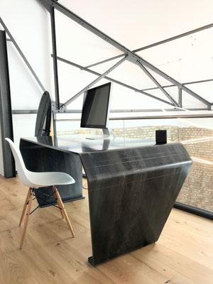 Tisch online gestalten und individuell konfigurieren.