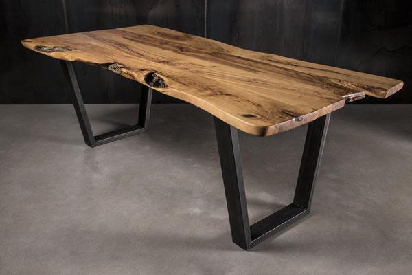 Möbelloft, Moebelloft, Trapez, Tisch auf Maß, Tisch selber konfigurieren, Tisch selber gestalten, Designtisch, Designertisch, Tischgestell auf Maß, Tischgestell auf Wunsch, Tischgestell selber designen, Stahlgestell, Holzgestell, Glasgestell, Düsseldorf