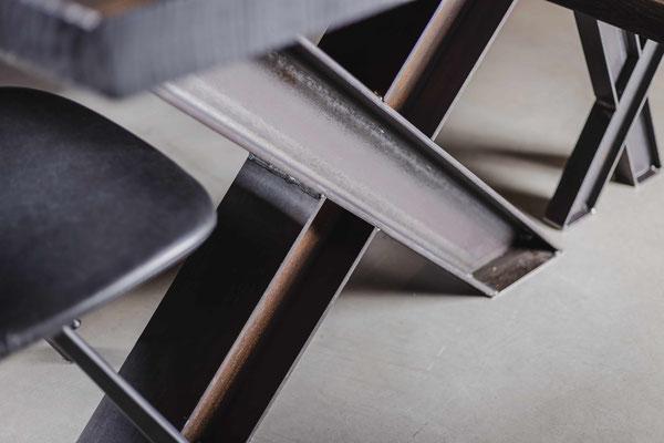 Nachhaltiges Design, stilvolles Holz für deinen Tisch.