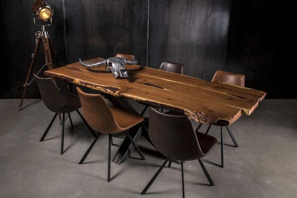 Möbelloft Unikat Maß Tisch aus Massivholz auf Stahlgestell. TAGS: Tischgestell, auf Maß, Anfertigung, Massivholz, Beton, Acryl, Stahl, Betonplatte, Betontisch, Handarbeit, Sonderanfertigung, Maßanfertigung, Essen, Deutschland, Couchtisch, Tisch auf Maß
