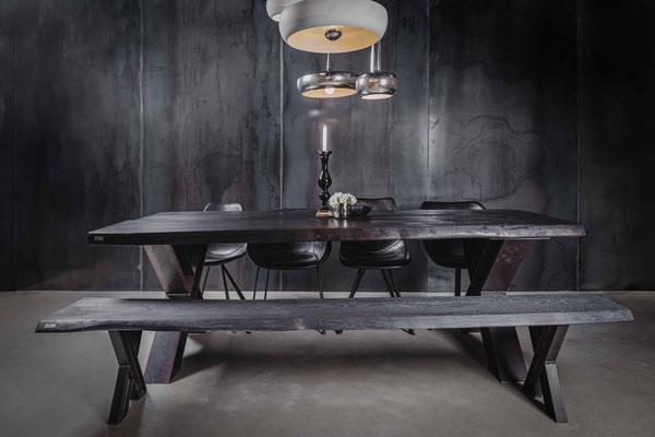 Design trifft Luxus - hochwertiger Holztisch aus schwarze Eiche. Absolut einzigartiges & hochwertiges Design für das Wohnzimmer oder die Küche.