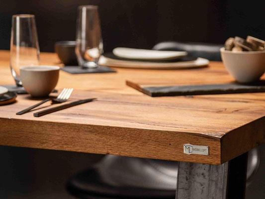 Luxus Designertisch jetzt live vor Ort in Essen auf der Zeche Zollverein erleben oder online selbst individuell gestalten.