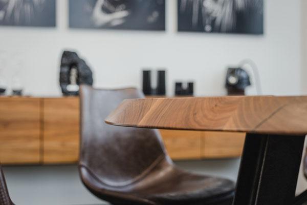 Verschiedene Gestelle aus Holz, Stahl oder Glas sind möglich. Gestalte deinen Tisch komplett selbst individuell gestalten.
