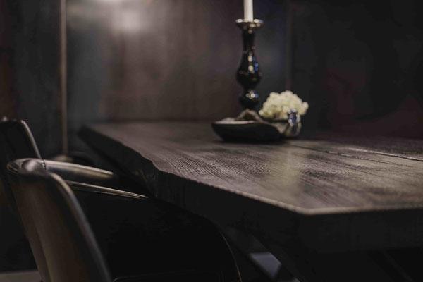 Nachhaltiger Holztisch im Möbelloft auf der Zeche Zollverein entdecken und kaufen.