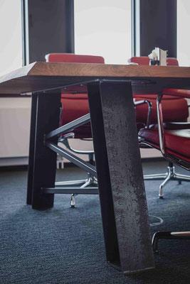 Stilvoller Tisch für deine Räume und Konferenzen.