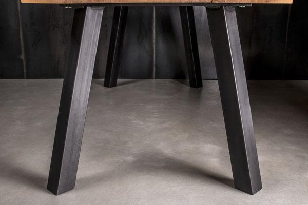 Möbelloft Unikat Maß Gestell aus Stahl. TAGS: UnikatTisch, Tisch auf Maß, Baumtisch, Charaktertisch, Naturtisch, Naturkante, Baumkante, Waldkante, Monolitplatte, Holzplatte, Naturplatte, Baumscheibe, Baumscheibentisch Unikatplatte, Stahlgestell, NRW