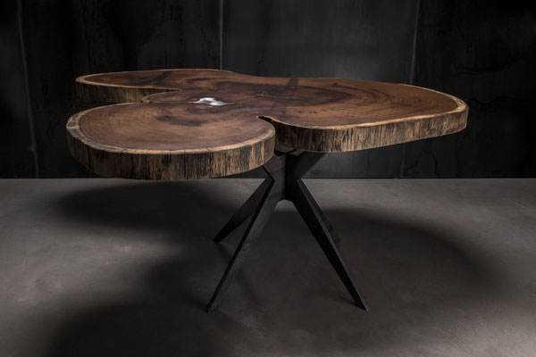 Ovaler Designer Holztisch