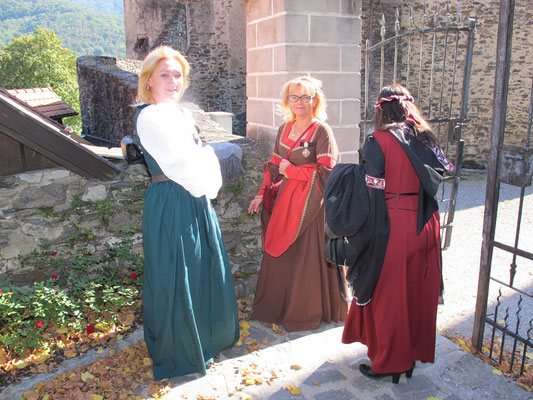 Was die Burgfräulein wohl zu besprechen haben ?