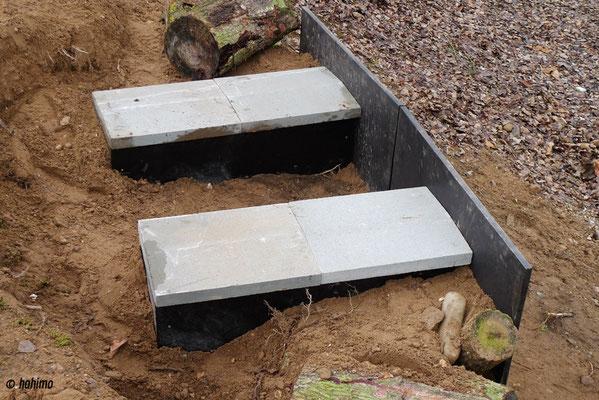 Schwere Mauerabdecksteine sollen verhindern, dass Meister Reineke den Brutplatz ausplündern kann.