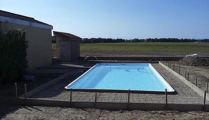 Etape 1 dallage : mise à niveau et ferraillage du tour de piscine
