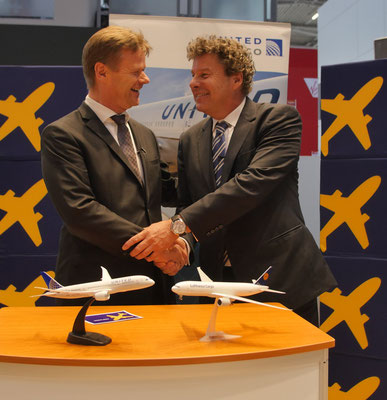 Peter Gerber of LH Cargo (left) and United Cargo's Jan Krems celebrated their transatlantic alliance