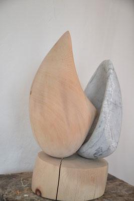 Entfaltung, Zirbenholz, Carrara Marmor, 70cm x 30 cm, © Susanne Musfeldt-Gohm