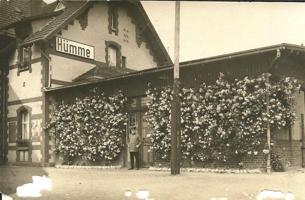 Postkarte v. 1931 (Bahnhofsgebäude mit angebautem Wintergarten):  Repro. Dirk Altmann, Hümme