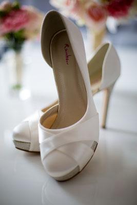 Brautschuhe ist ein muss bei Hochzeitsfotografie
