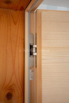 Scharnierdetail bei Innentüre. Hersteller: Küchen-Türen.ch