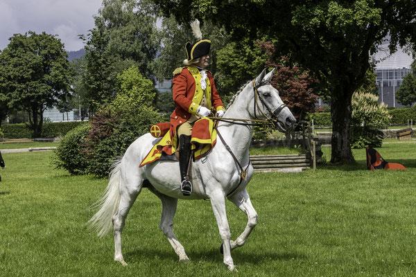 Der Major, Berner Dragoner 1779, die Ehrenformation des Staates Bern, zum 30-jährigen Jubiläum im NPZ, Nationales Pferdezentrum Bern
