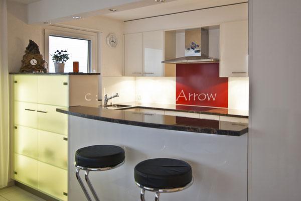 Moderne Küche 2-farbig. Hersteller: Küchen-Türen.ch