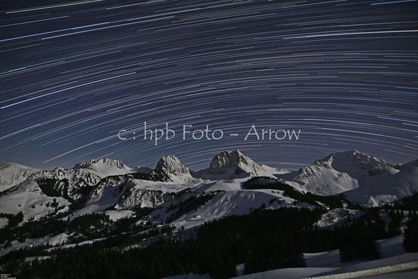 Gurnigel, Naturpark Gantrisch, Nachtaufnahme bei Halbmond, 200 Fotos a 30 Sekunden, im PC zusammengesetzt