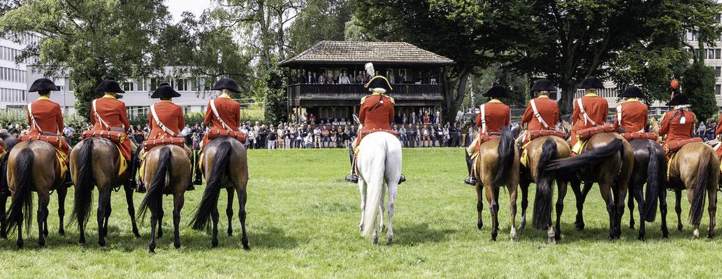 Berner Dragoner 1779, die Ehrenformation des Staates Bern, zum 30-jährigen Jubiläum im NPZ, Nationales Pferdezentrum Bern