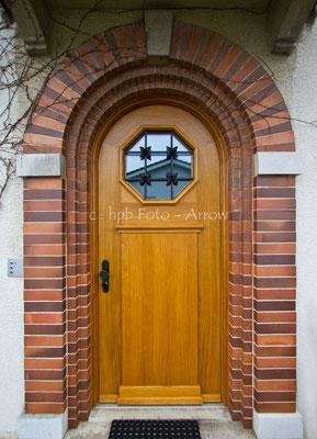 Nachgebaute Haustüre Ud Wert 1.0. Originalgitter restauriert. Hersteller: Küchen-Türen.ch