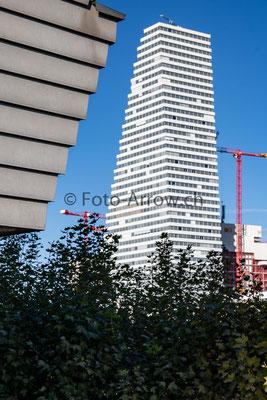 Roche Tower um die Ecke gesehen