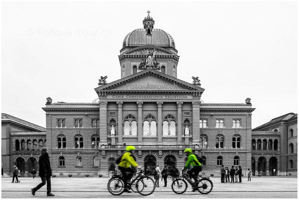 Gelb-Grün auf dem Bundesplatz, vor dem Bundeshaus