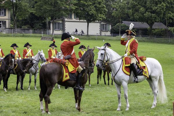 Beförderung, Berner Dragoner 1779, die Ehrenformation des Staates Bern, zum 30-jährigen Jubiläum im NPZ, Nationales Pferdezentrum Bern