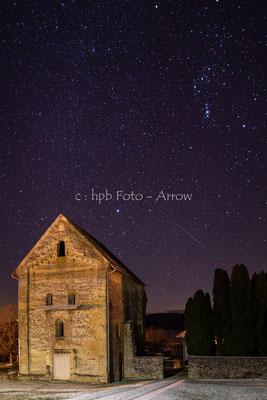 Klosterruine Rüeggisberg, Nachtaufnahme mit Sternschnuppe, Sternbild Orion