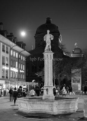 Stadt Bern, kurz vor der Lichtshow ¨Rendez-vous am Bundesplatz¨ geht jeweils das Licht aus und das Bundeshaus ist kurz unbeleuchtet