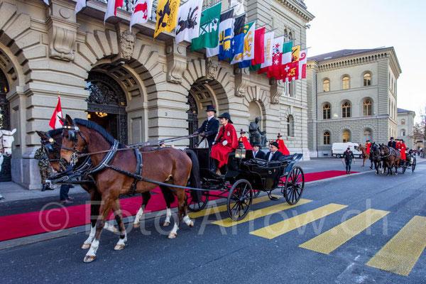 Empfang das Diplomatschen Korps im Bundeshaus Bern 2020, umrahmt von den Dragoner 1779 und der Schweizer Armee mit Militärmusik