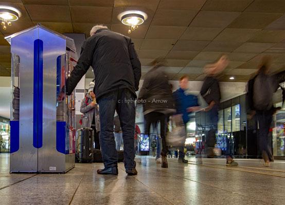 20 Minuten, eine der vielen Gratiszeitungen im Bahnhof Bern