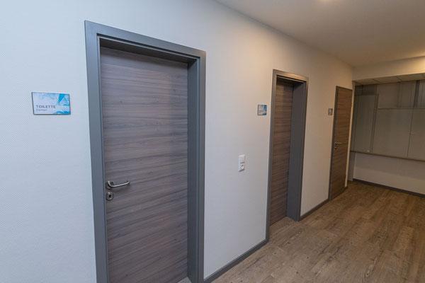 © Zahntechnik Wieck: Neue Türen in zeigemäßem Material und Look