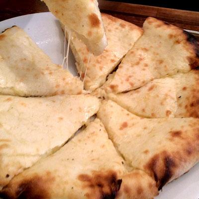ヒムツリのチーズナン