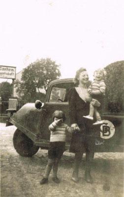 Katharina Kronenberg mit ihren Söhnen