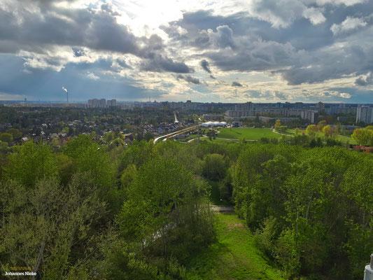 Blick vom Wolkenhain in westlicher Richtung (IGA-Blumenhalle, Elisbethstraße, Berlin-Zentrum, Fernsehturm)