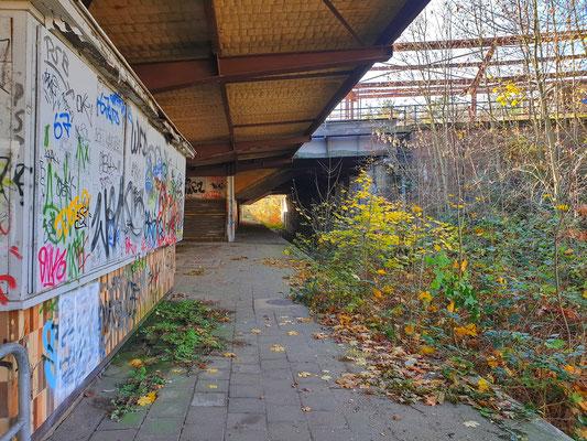 Relikte aus vergangener Zeit: Ein Kiosk und der obere Bahnhof.