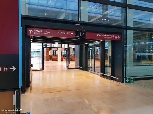 Terminal, Ebene E1 (Abflug), Blick in Richtung eines südlichen Erweiterungsbaus (Check-in & Personenkontrolle)