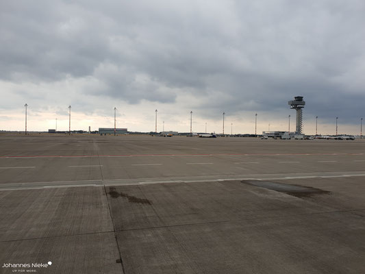 Hangar von Germania und airberlin und der Tower