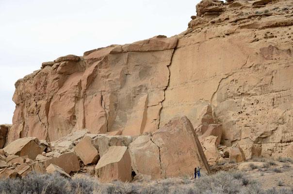 Chaco Canyon, in den 1940 ger Jahren gab es nach extremen Regenfällen riesige Felsstürze, die u.a. Teile vom Pueblo Bonito verschüttet haben