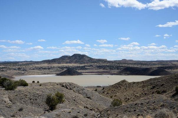 Der Zuni Salt Lake, einvöllig abgeschieden liegendes richtiges Maar.