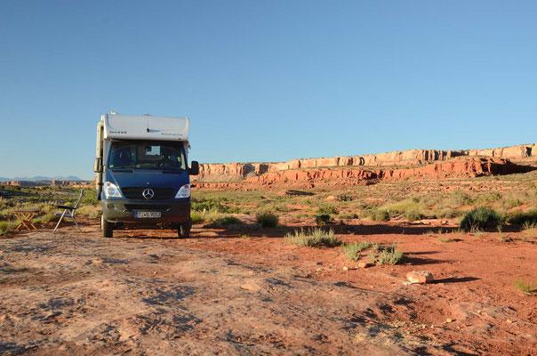 Auf Slickrock läßt es sich gut campen - weder Dreck noch Sand noch Staub
