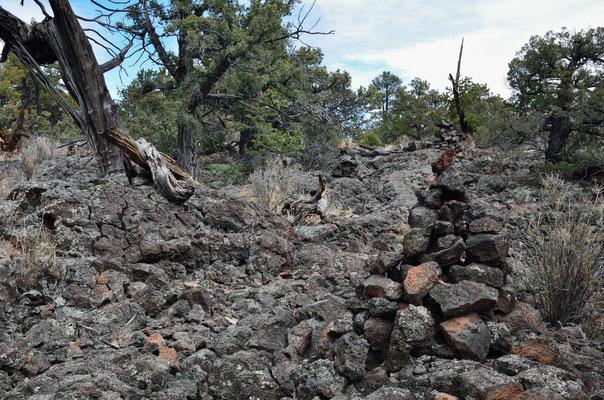 Wanderung zu und durch die Lava-Tube-Landschaft
