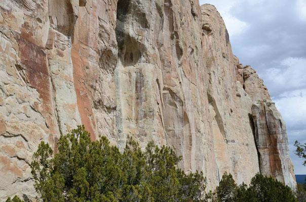 Die Felswände von El Morro