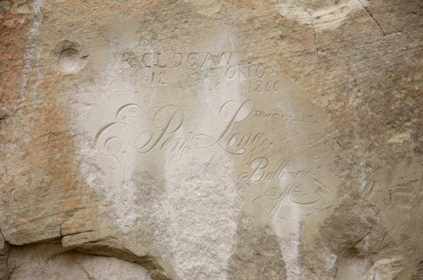 und zahlreichen Inschriften, von Indianern, Spaniern, TRuzppen und Siedlern