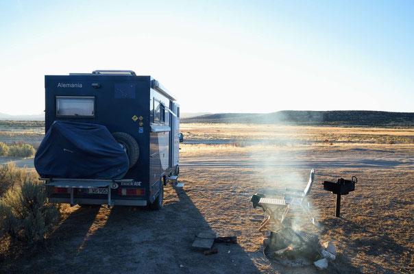Nevada, vorletzte Übernachtung - letzte Holzvorräte werden genutzt