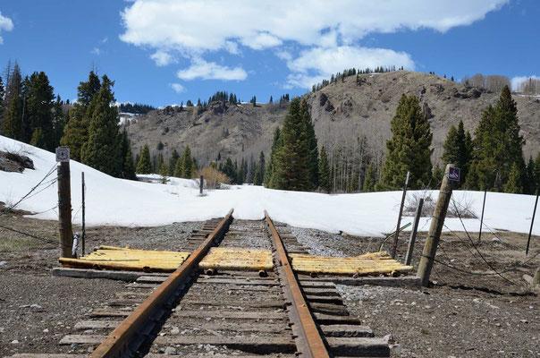 Na ja, so viel Schnee liegt nicht mehr (eine Woche später fährt die Bahn)
